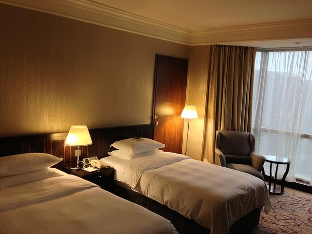 Hotel- und Gastgewerbeassistent(in) Berufsbilder Hotellerie- und Gastronomie im Büro mit Menschen
