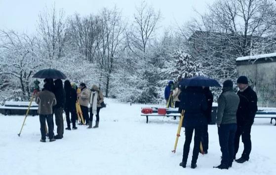 Winter 2013, Praktikum 2 : Bauaufnahme, Vermessung auf dem Schulgelände (Foto- Jonas Krell)