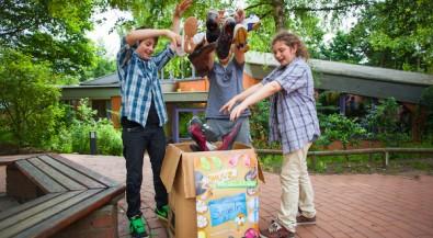 Fundraising-Projekt SHUUZ zahlt Schulen Geld für alte Schuhe