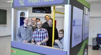 Bushaltestelle der Zukunft: HS Niederrhein stellt Projekt Mobile auf der Cebit vor
