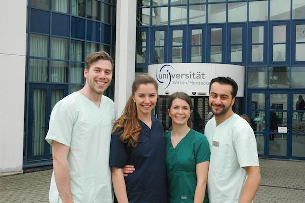 Foto: Uni Witten/Herdecke v.l. Maximilan Voß, Marie-Christine Steegmann, Svenja Kirsch und Shahir Abawi
