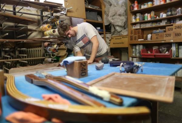 Holz, Farbe, Handwerk, Design — das Tätigkeitsfeld des Bootsbauers ist vielfältig.