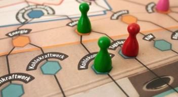 """Kostenloses Unterrichtsmaterial: """"Gesellschaftsspiel mit negativ-feindlichem Charakter"""""""