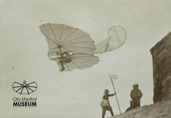 Originalfoto Ottomar Anschütz, 1893: Otto Lilienthal im Flug an der Fliegestation Steglitz