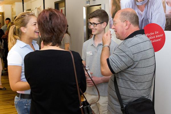 Tag der offenen Tür an der EMBA über Medien, Design und Management.