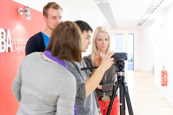 Einblicke in Medien Berufe gibt es beim Video Workshop der EMBA.