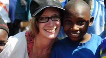 Glück durch Bildung: Studentin Miriam Gellert reflektiert ihre Erfahrungen in Kenia