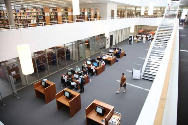 Innenraum der Bibliothek