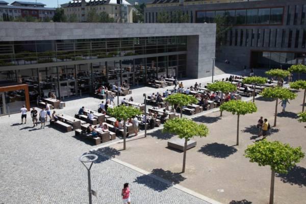 Mensa und Bibliothek