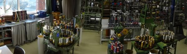 Bild von Flechtmaschinen in der Maschinenhalle der Hochschule Niederrhein. | Foto: Privat