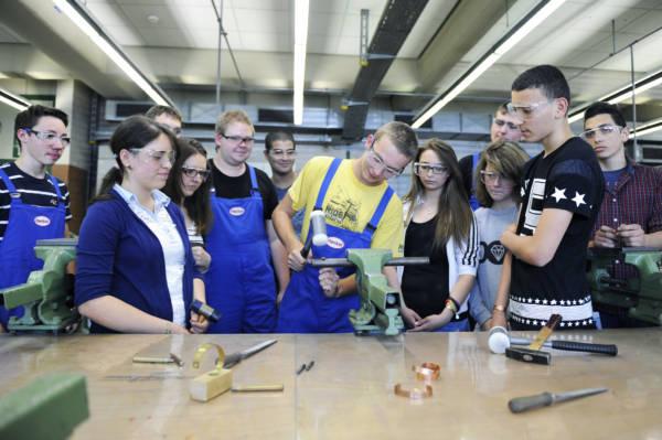 Beim Aktionstag sammelten die Hauptschüler erste praktische Erfahrungen, zum Beispiel im Bereich der Metall- und Produktionstechnik.