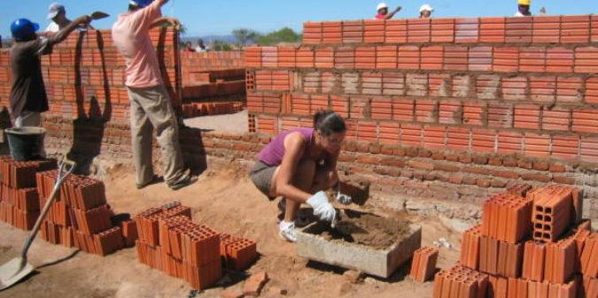 Menschen ein Zuhause geben – Erfahrungen mit Habitat for Humanity