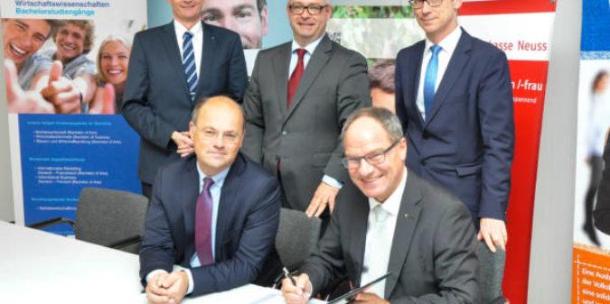 Hochschule Niederrhein startet mit vier Banken in der Region dualen Finanzstudiengang