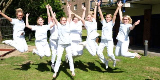 Erfahrungsbericht von angehenden Gesundheits-und Kinderkrankenpflegerinnen