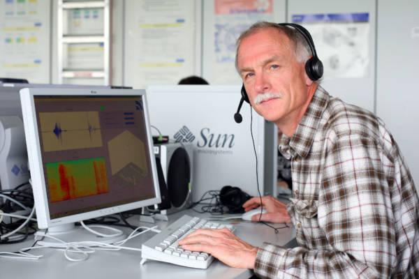 Prof. Dr. Hans-Günter Hirsch forscht an Spracherkennungs-Systemen.