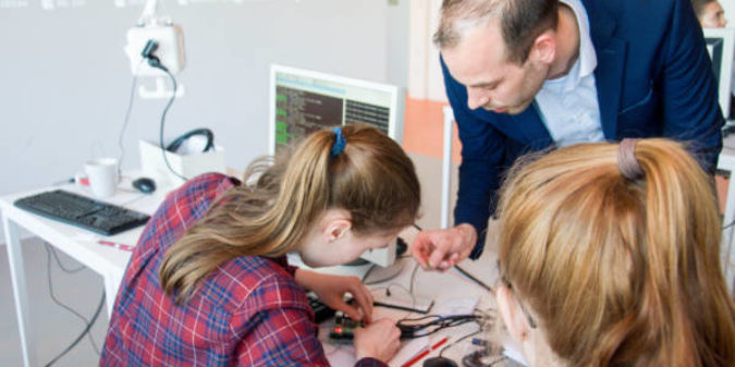 Schülerinnen und Schüler erhalten Einblicke in Medizintechnik an der HS Niederrhein