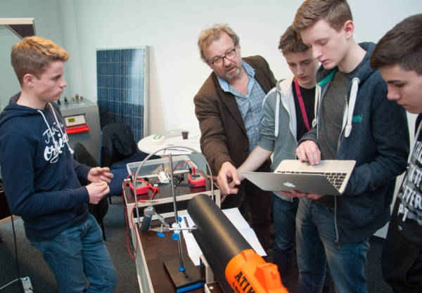 """Schüler können im """"Innovatorium"""" von NEW und Hochschule Niederrhein Energie erleben Aktuelles Pressenews"""
