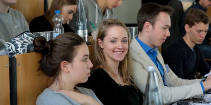 B-MINT: Neues Förderprogramm für Studentinnen der MINT-Fächer