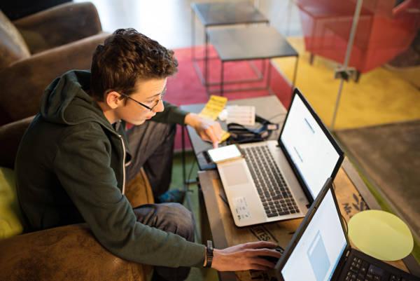 Die Digitalisierung in der Schule liegt in den falschen Händen Für Lehrende Klassenraum & Schule Schule_digital