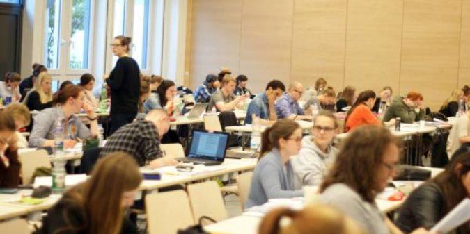 Lange Nacht an der Hochschule Niederrhein: Gemeinsam die Nacht zum Text machen