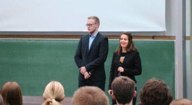 Soziales Engagement: Chemie-Studierende der Hochschule Niederrhein stellen Projekte vor