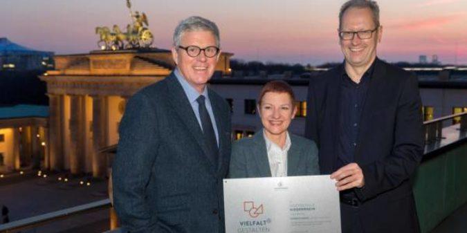 """Hochschule Niederrhein erhält Zertifikat """"Vielfalt gestalten"""""""
