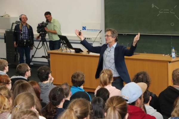 Ben Feringa begeisterte hunderte Studierende im Audimax.
