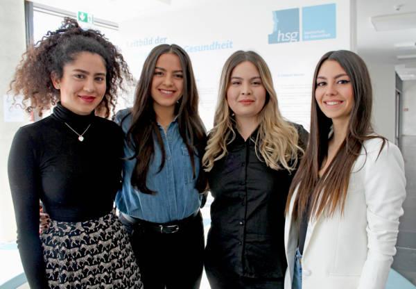 Diese vier hsg-Studentinnen haben ein Erklär-Video zur Gefährdungsbeurteilung des Arbeitsplatzes erstellt: Im Bild v.l.n.r.: Mahur Hesamiashrafi, Burcu Demirci, Hazal Kandemir und Sibel Erk. | Foto: hsgt