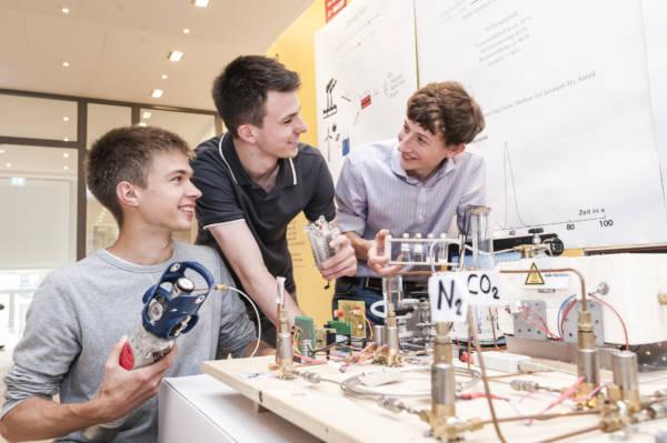 50. Bundeswettbewerb Jugend forscht  26.05.-30.05.2015 in Ludwigshafen im Feierabendhaus der BASF SE | Foto: Stiftung Jugend forscht e.V.