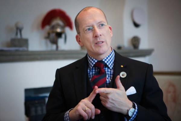 Der Geschäftsführer des Internats Salem Bernd Westermeyer stellt sich am 09.02.2017 in seinem Büro den Fragen von Sebastian Balzter