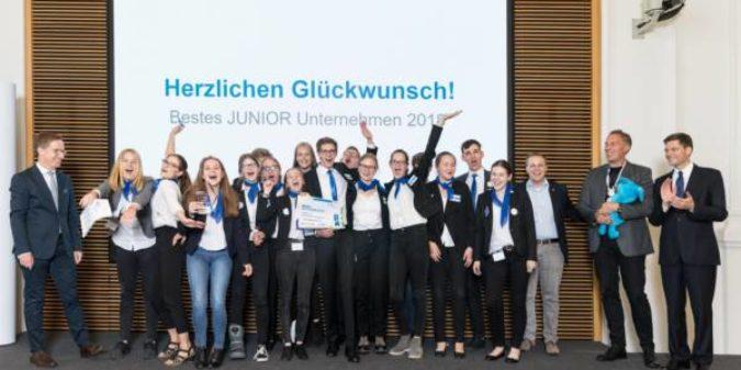 Die beste Schülerfirma Deutschlands heißt DOT. DRUMMEL ON TOUR