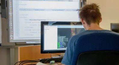 Hochschule Niederrhein lädt technikbegeisterte Schüler erstmals zur Codingschool