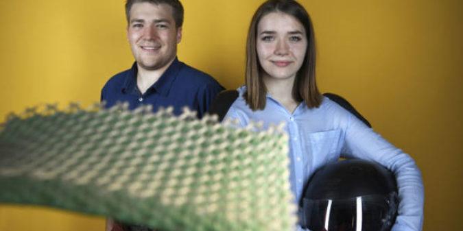 Jugend forscht Bundessieger präsentieren der Bundeskanzlerin ihr innovatives Forschungsprojekt