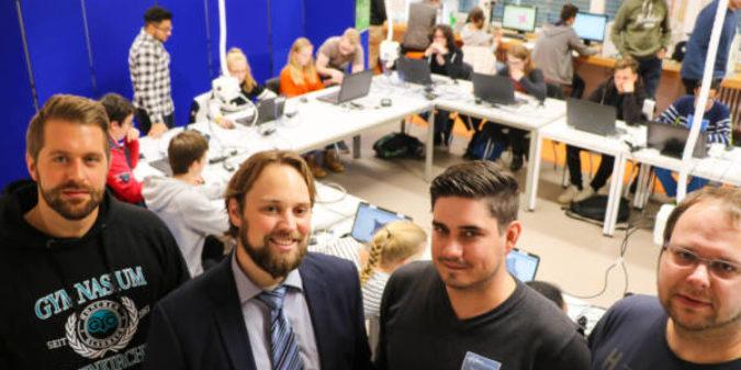 Drohnen-Workshop für Schüler: Hochschule Niederrhein kooperiert mit Gymnasium Odenkirchen
