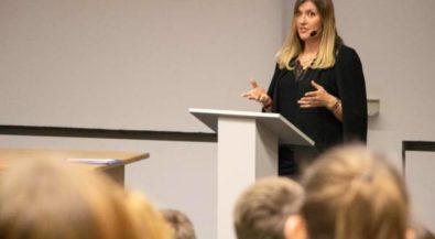 Friedensnobelpreisträgerin begeistert Schüler an der Hochschule Niederrhein