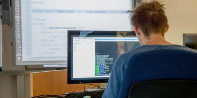 Hochschule Niederrhein bietet Schülerinnen und Schülern IT-Labor in den Sommerferien