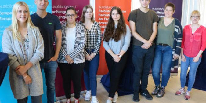 Acht Auszubildende starten an der Hochschule Niederrhein